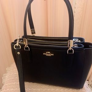 New coach bag. New but without tag.